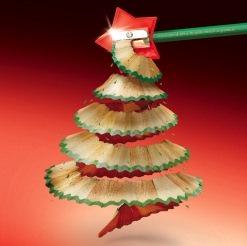 Традиционно на Новый Год люди ставят дома елку