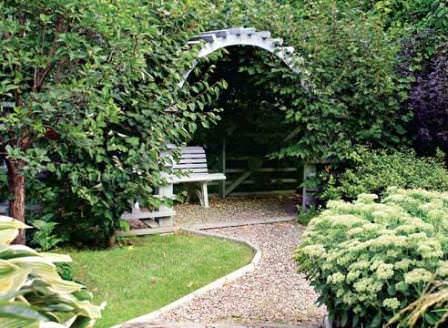 Красивое берсо в саду
