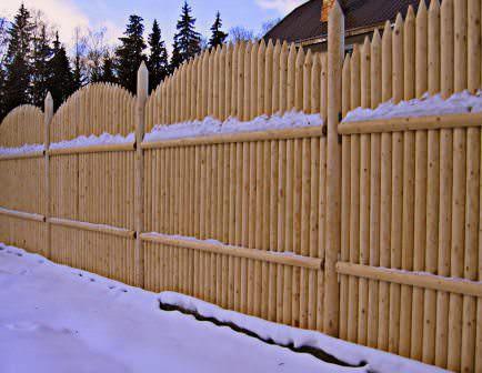Забор-частокол на дачной территории своими руками