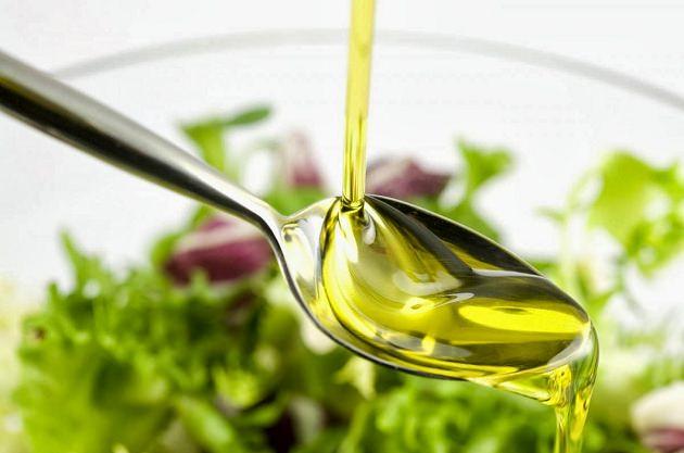 Очень чистый и приятный, лёгкий вкус виноградных масел, позволяет использовать такое средство в качестве вкусной и полезной заправки для винегретов и салатов