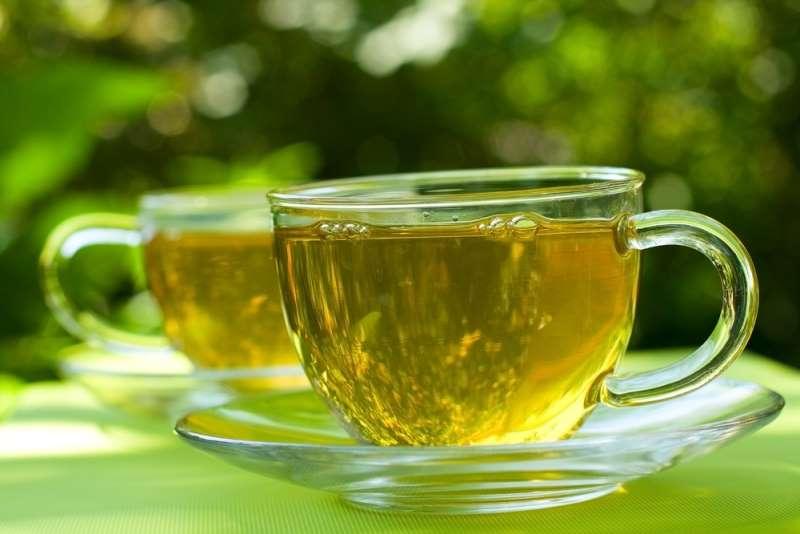 Чай с чистотелом используют внутрь при лечении болезней пищеварительной системы
