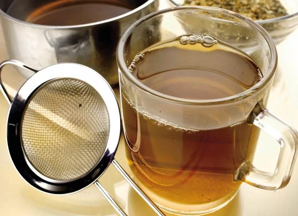 Для заваривания чая, высушенные плоды крушины измельчают в порошок
