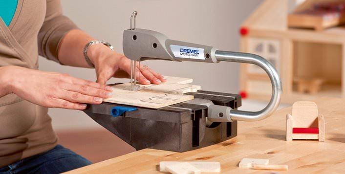 Необходимость выполнить фигурный пропил требует внимательного отношения к выбору не только инструмента, но и пилки