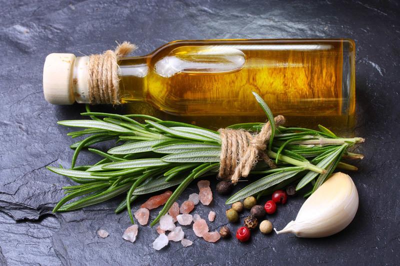 Розмарин – неотъемлемый ингредиент средиземноморской кухни и комбинированных смесей специй различного предназначения