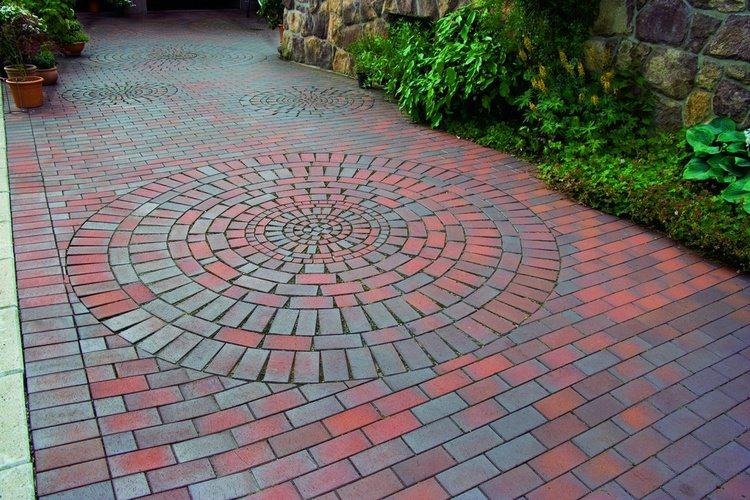 Клинкерная брусчатка или современный тротуарный кирпич – материал долговечный и очень надежный