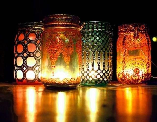 Подсвечник из стеклянной банки – достойное обрамление для любой свечи