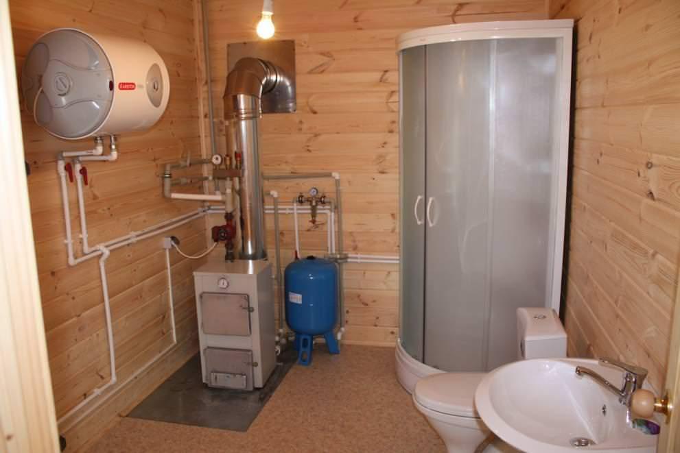Благоустроенная дачная жизнь невозможна без сбора, очистки и отвода сточных вод, которые выходят из раковины кухни, а также ванны и туалета