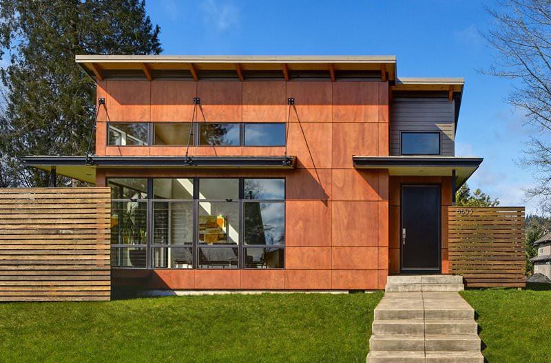 Такой фасад называется вентилируемым. Эта конструкция позволяет уберечь стены дома от сырости и возникновения грибка