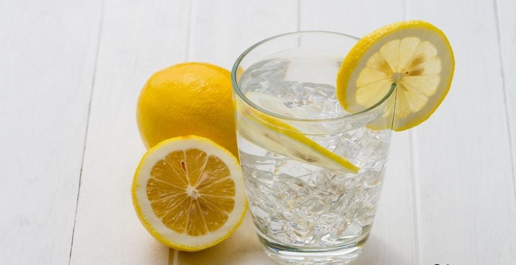При постоянном дозированном употреблении лимона в пищу очень выраженно стабилизируются показатели артериального давления