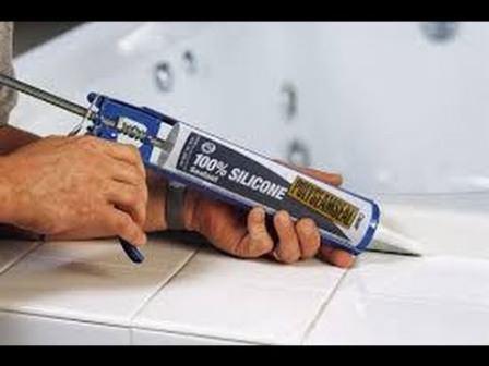 Выбирать герметики для дачи стоит по специальным характеристикам