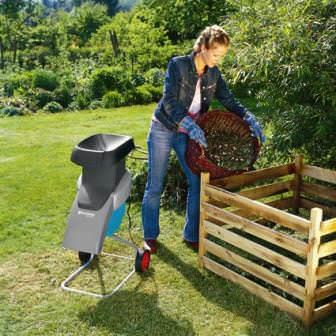 Садовый измельчитель и компостная куча