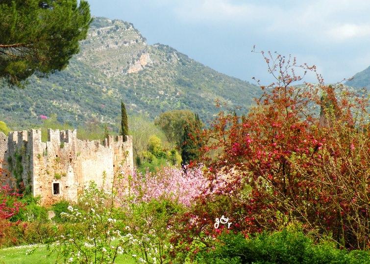 Сад расположен в 70 километрах от Рима, на юго-востоке