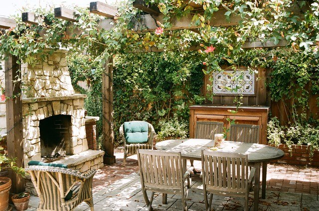 открытая кухня не имеет стен, и это большой плюс – ощущение свободы и свежий воздух без всяких ограничений, это то, что надо