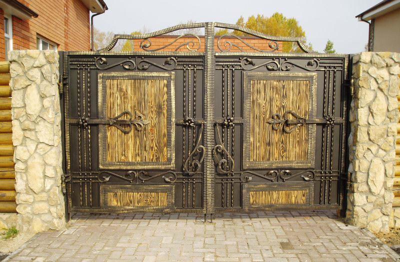 Делать замечательные кованые ворота и калитки можно своими руками