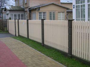 Красивый деревянный забор штакетник