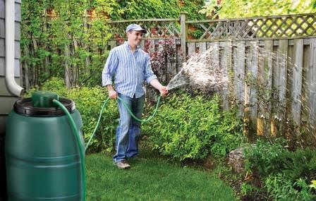 Поверхностный или погружной насос для полива из бочки, колодца или открытого водоема должен быть у каждого садовода