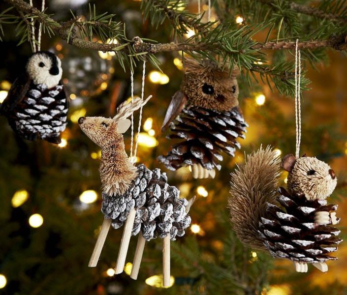 Новогодние поделки из шишек - изделия, которые могут стать отличным украшением интерьера и прекрасным подарком