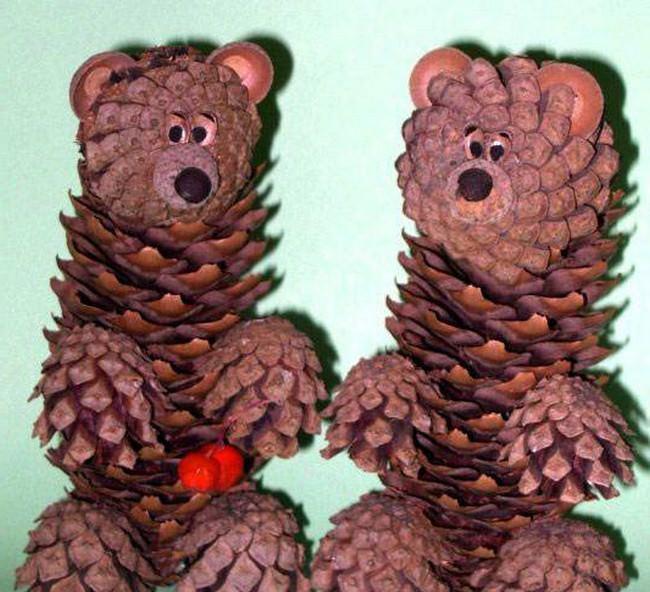 Уши мишки сделайте из шапочек от желудей, а нос и глаза из перца горошком