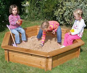 Выбираем детскую песочницу для дачи