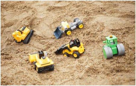 Чистый и качественный песок для песочницы — основной компонент детской конструкции для игр