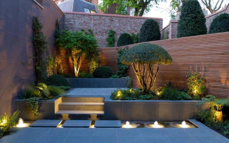 Современные производители предлагают большой выбор товаров для создания садовой подсветки