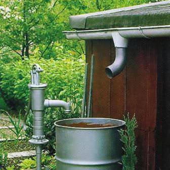 Для полива дачи хорошо подходит дождевая или талая вода