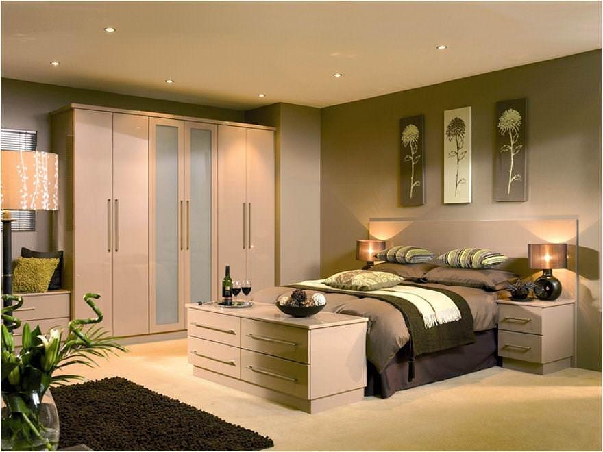В комнате должно быть достаточное количество хорошего искусственного освещения