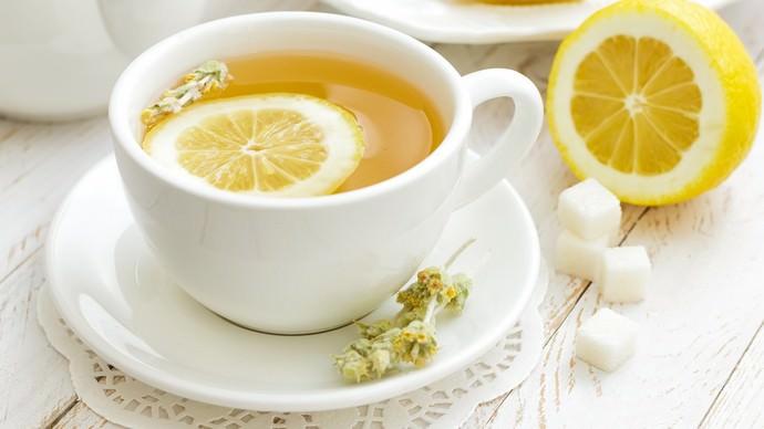 Очень часто мякоть и цедра лимонов используются не только как один из наиболее популярных кулинарных ингредиентов, но и с лечебной целью