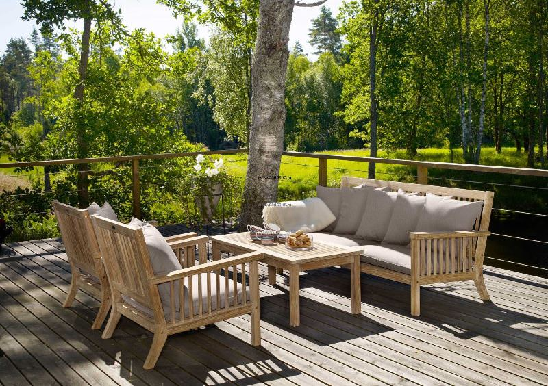 По желанию, можно дополнительно обработать дерево гидроизоляционным веществом, которое образует невидимую глазу плёнку, надёжно защищающую мебель от воздействия влаги