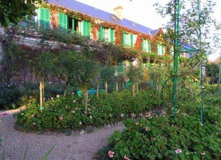 Домик в саду Моне