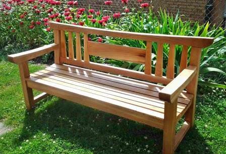 Добротная скамейка своими руками — традиционное украшение любого дачного участка