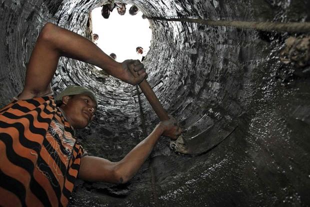 Открытый вариант выкапывания колодца предполагает копку шахты до показателей определенной по технологии глубины
