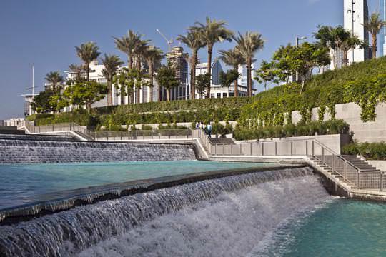 Парки «Бурдж Халифа» – масштабные и очень яркие