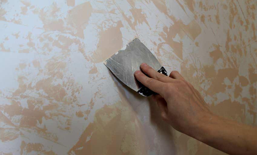 Штукатурный состав наносится тончайшими пластами, напоминающими по толщине слой краски