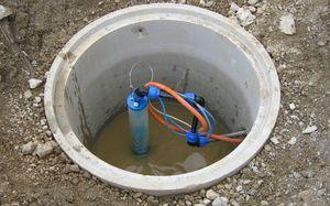Скважина возле дома для воды