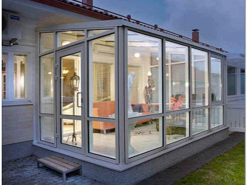 Современный дизайн дома с верандой