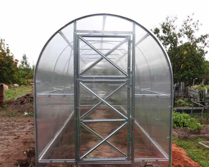 Сборка тепличного каркаса должна осуществляться непосредственно на месте, подготовленном под установку
