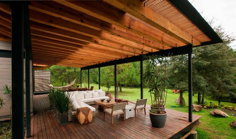 По форме террасы бывают прямоугольными, круглыми, квадратными или многоугольными. Окончательный выбор проекта зависит от вкусовых предпочтений заказчика