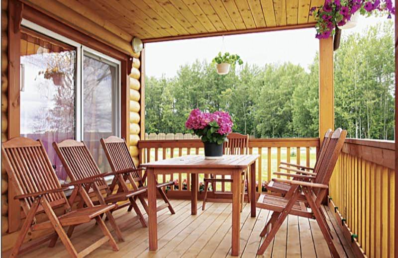 Выбранный стиль определяет, какие материалы нужно приобретать для строительства будущей веранды частного дома