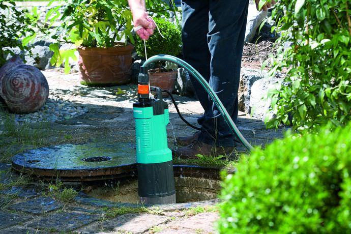 Принцип работы вибрационного погружного насосного оборудования заключается в процессе нагнетания воды в систему водоснабжения посредством вибраций