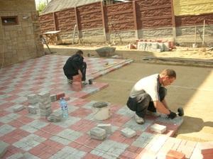 Утрамбовка бетонной плитки