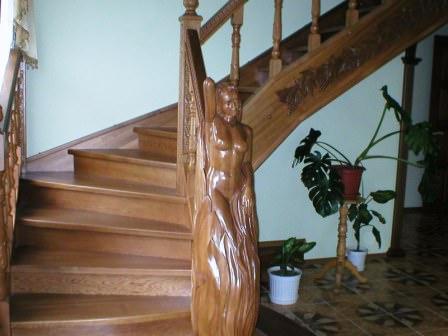 Для придания эстетической завершенности можно на верхнюю грань балясины насадить декоративный набалдашник