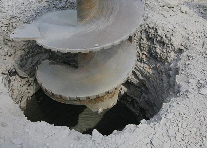 Провести бурение колодца можно за один день, если правильно выбрать инструменты и определить характеристики грунта