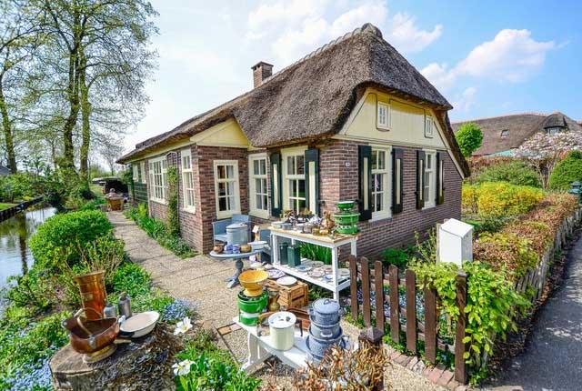 Настоящим шиком в деревне Гитхорн считается оформление дома в старинном стиле