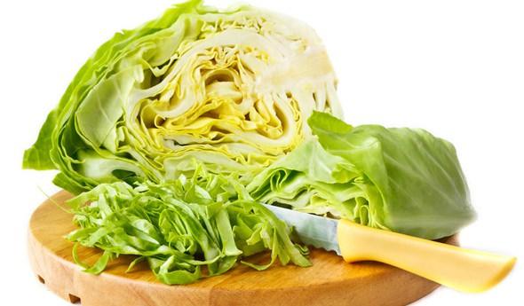 Белокочанная капуста помогает при авитаминозах восполнить недостаток витамина C в организме