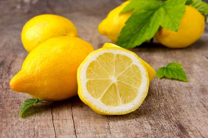 Лимон очень полезен для здоровья, способен быстро восстанавливать силы и укреплять организм человека