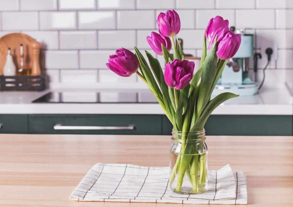 Срезка тюльпанов и их жизнь в вазе